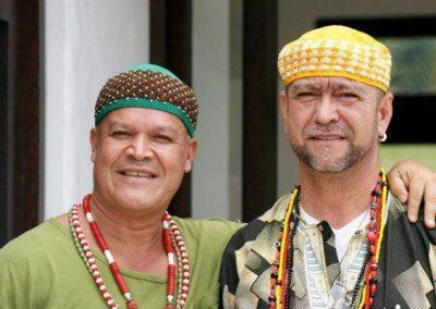 Baba Chief Oluwo Ifasida en compañia
